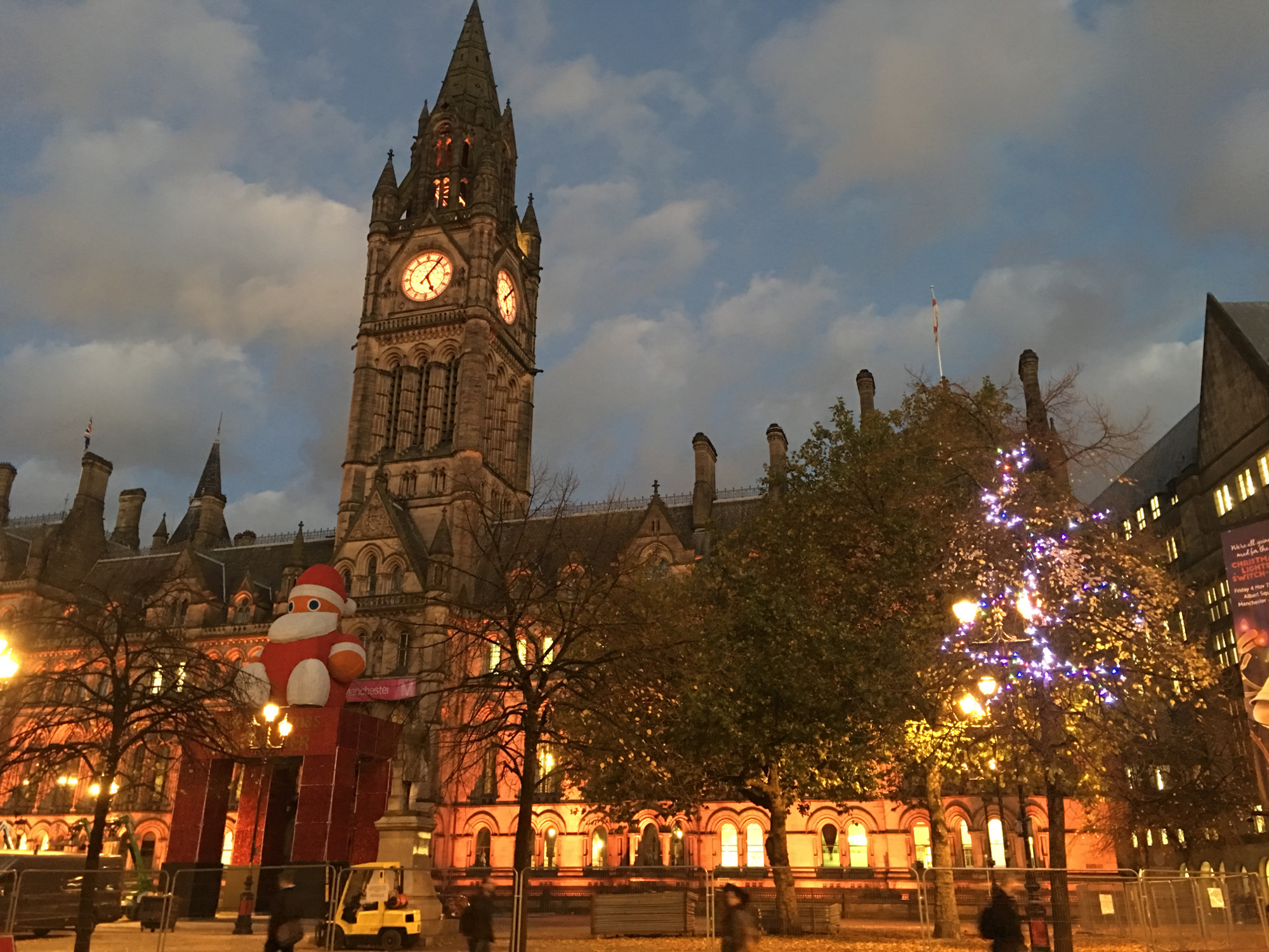 Manchester Town Hall Lights change 2016 - early evening